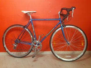 Sora setli çelik yol bisikleti
